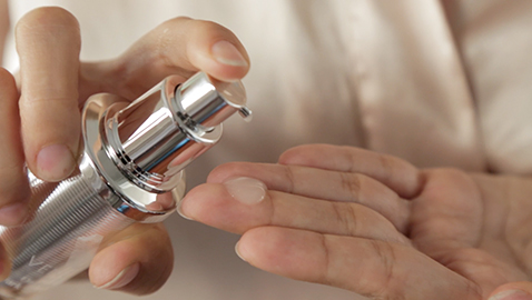 venofye product being used on woman's hand